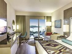 Ramada Hotel & Suites Bild 02