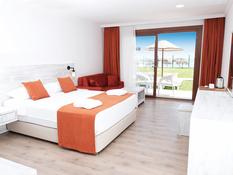 Club Turtas Beach Hotel Bild 03