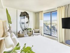 Hotel ME Sitges Terramar Bild 02