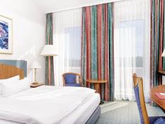 Hotel Ramada by Wyndham Weimar Bild 02