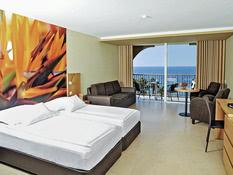 Hotel Four Views Oasis Bild 02