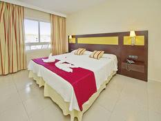 Hotel Illot Suites & Spa by CREA Bild 02