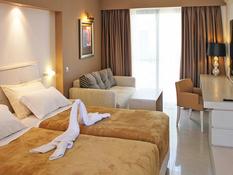 Hotel Kamari Beach Bild 03