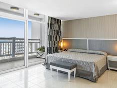 Hotel NH Capri Bild 02
