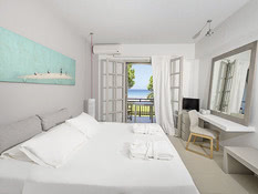 The Bay Hotel & Suites Bild 02